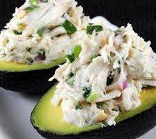 Insalata picante di baccalà con avocado e cocco