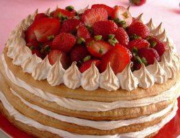 piatto-pronto-piatto-rosso-tovagliolo-sfondo-rosa-fragole_dettaglio_ricette_slider_grande3